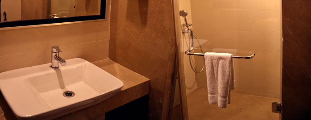 Full Refreshment Bathroom Facilities in all Rooms